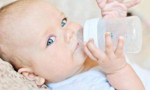 bebeklerde biberon kullanımı, bebeklere biberon verme