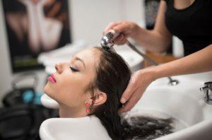 saç yıkama hataları, saç yıkarken yapılan hatalar neler, saç yıkama tüyoları