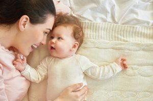 0-1 yaş bebek oyunları, 4 aylık bebek aktiviteleri, bebekler ile yapılabilecek aktiviteler